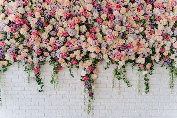 Mariage : comment réaliser un mur de fleurs ?