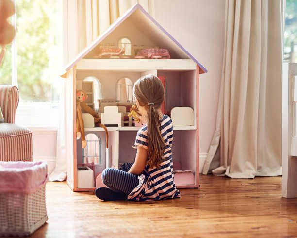 Comment jouer avec une maison miniature ?